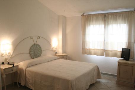 Hotel la sorgente for Arredamento stile sardo